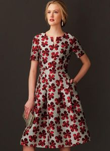 Vogue V9267 Fit-and-flare dresses with waistband and pockets